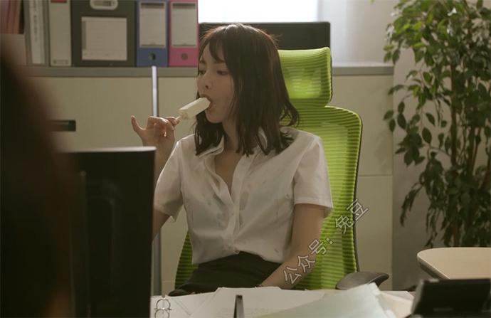 冷气坏了,广濑里绪菜吃雪糕解暑