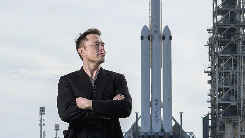 马斯克创造人类航天新壮举 空中炸毁火箭并成功实现载人舱逃逸