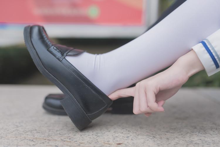 白死萝莉出门玩耍了 清纯丝袜