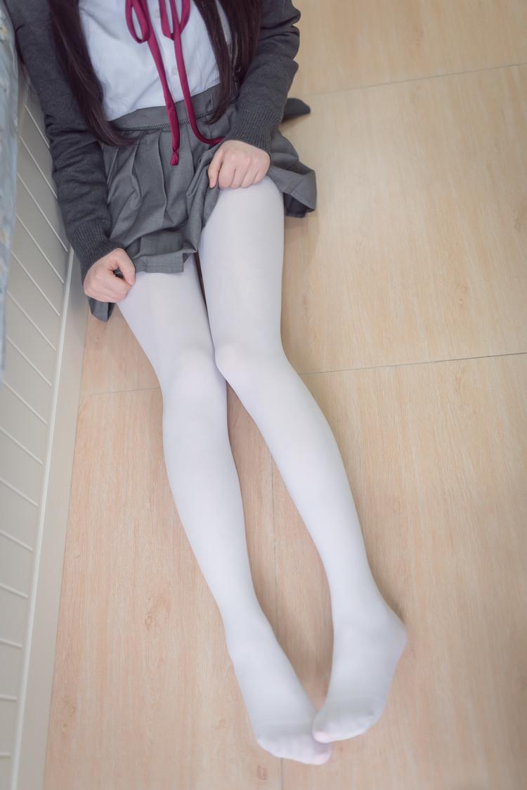 白丝高中生自己在家 清纯丝袜