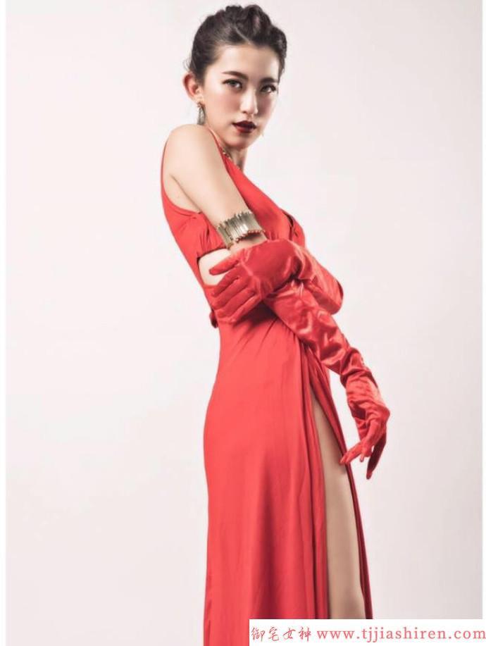 完美S级曲线身材、散发阳光御姐气息、甜美无敌的劲舞团甜心王婷!
