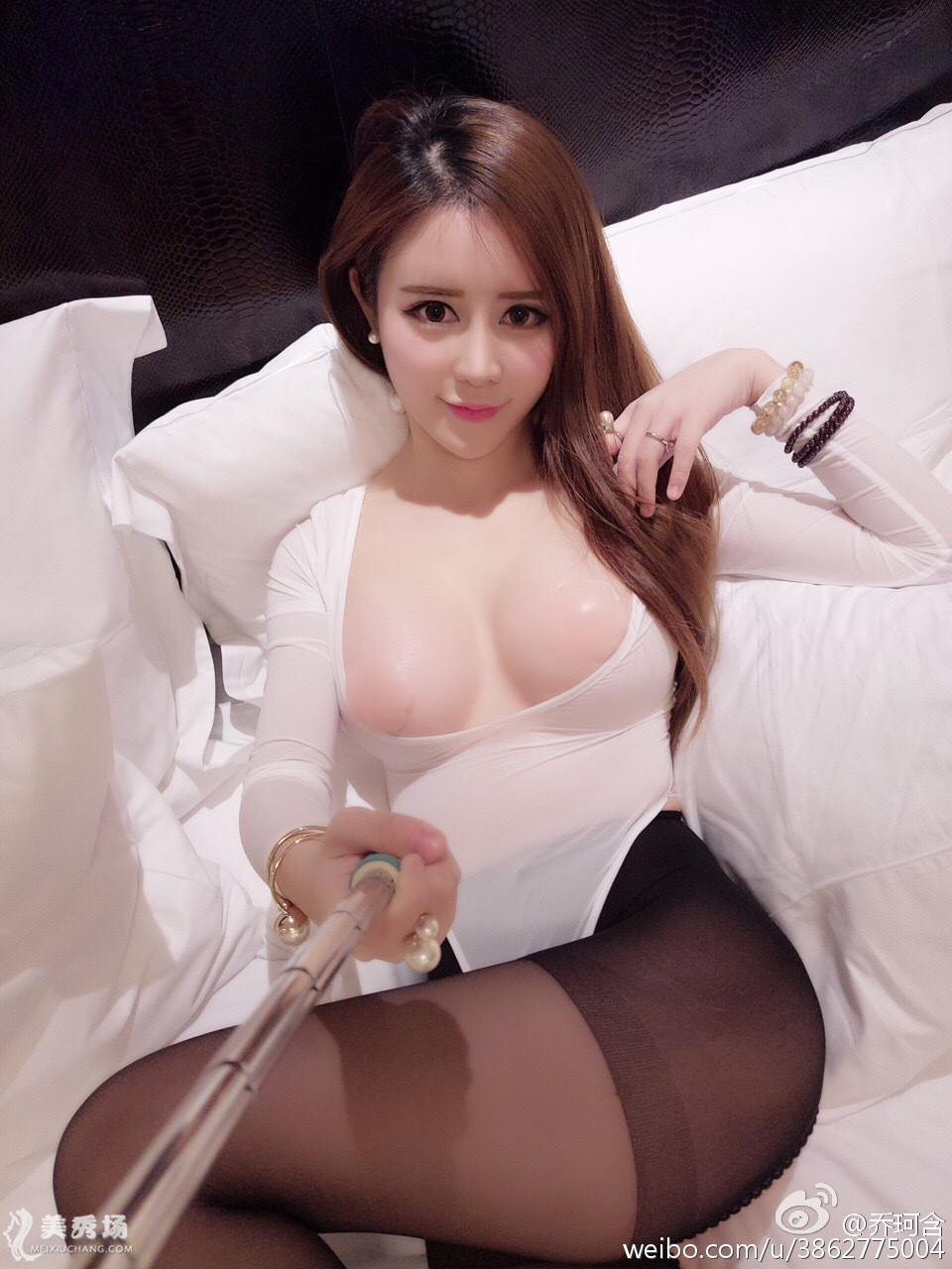 乔珂含2016.2.27微博:酒店里白色情趣连体衣乳贴黑丝诱惑