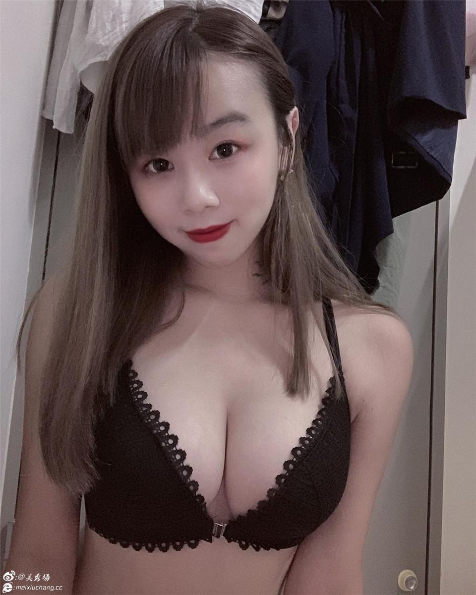台妹陈秋洁2019.7.5Instagram:黑色花边前开bra性感展示
