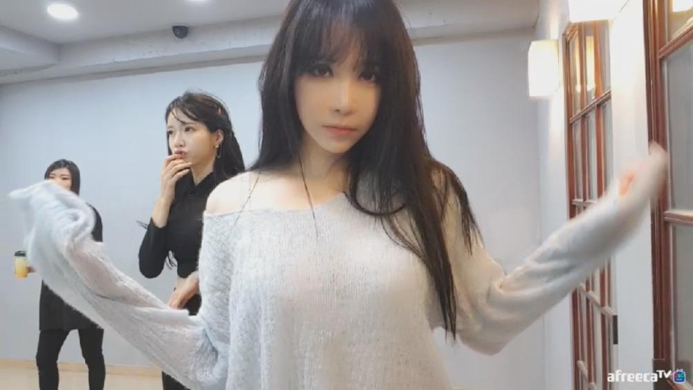 韩敏英赵世熙课间休息