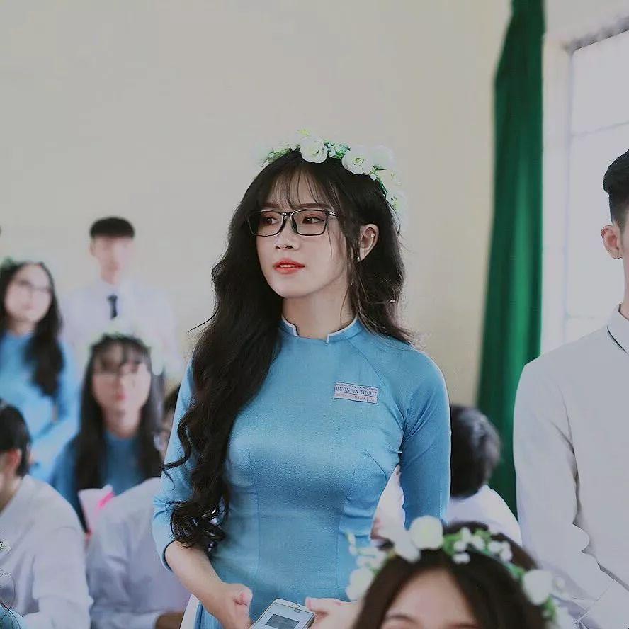 越南眼镜小姐姐@Thuỵ Hân,对于身材就是这么自信!