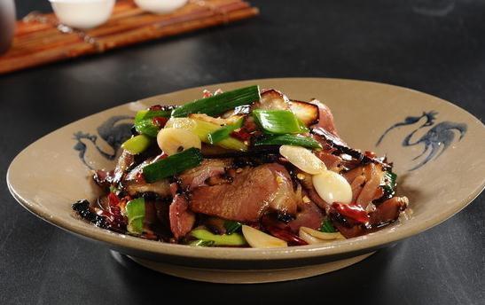 美味腊肉的家常做法,咸香营养,大鱼大肉招待好朋友