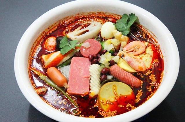 自制街头小吃,麻辣烫、烤生蚝、铁板豆腐、肉夹馍,干净卫生,美味诱人