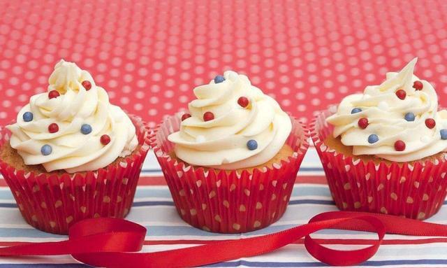 杯子蛋糕、松子巧克力蛋糕、海绵蛋糕,让爱吃蛋糕不知道怎么做的你满足口福