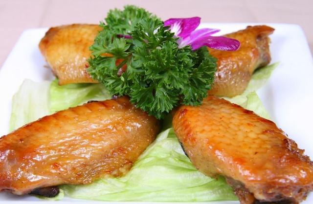饭店做的鸡翅就是好吃,鸡米花、香辣鸡翅的菜谱做法分享给你
