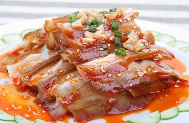 跟着大厨学习制作红油猪耳,香辣爽脆,下酒好好吃
