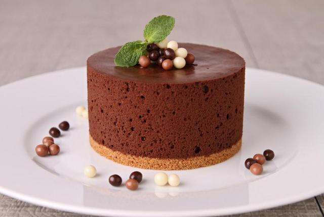 酸奶蛋糕、玛德琳蛋糕、巧克力慕斯蛋糕的做法,你觉得哪个好吃呢
