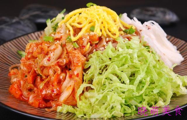 豌杂面、葱油拌面、酸辣面和拌冷面的经典做法,简单快捷营养美味