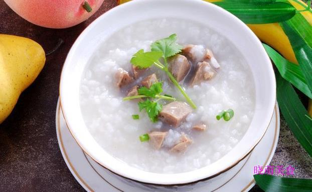 牛肉粥、虾仁粥、香菇鸡丝粥、鱼片粥、皮蛋瘦肉粥的简易做法