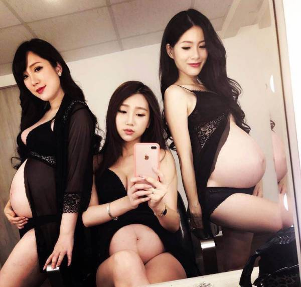 这套写真有点颠覆我的三观,四个闺蜜同时怀孕 宅男福利 第2张