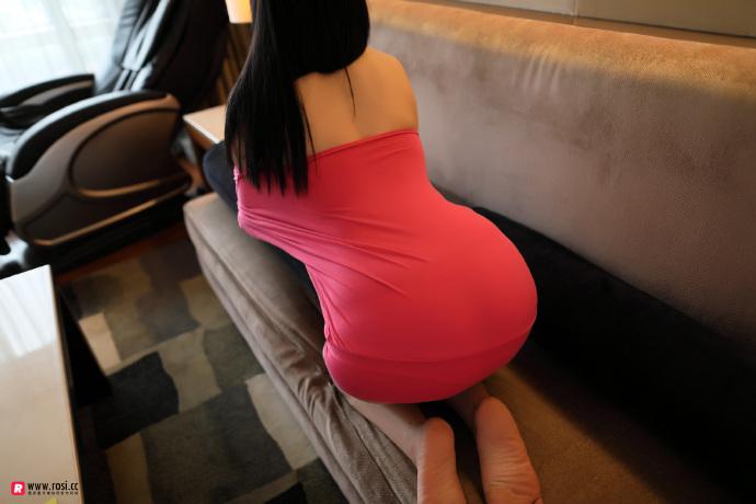 【ROSI】波涛汹涌红色露肩真空小短裙~-宅男说