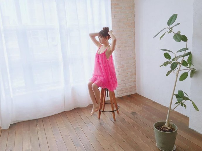NMB48成员白间美瑠三点式泳衣性感写真照-宅男说
