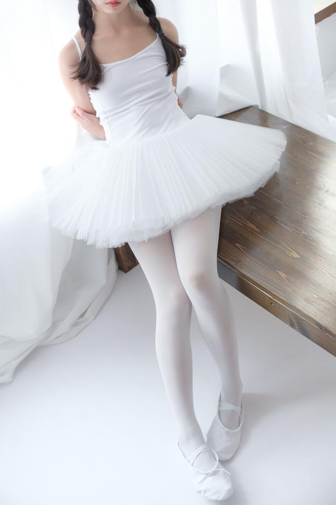 森萝财团写真套图 [X-042]白丝天鹅女孩-宅男说