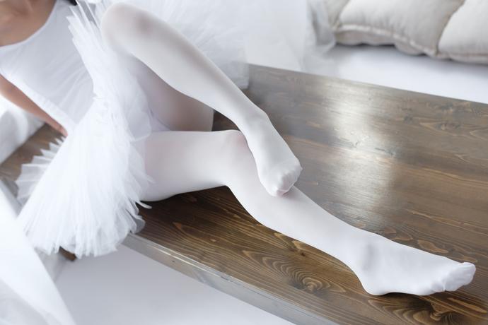 森萝财团写真套图 [X-042]白丝天鹅女孩