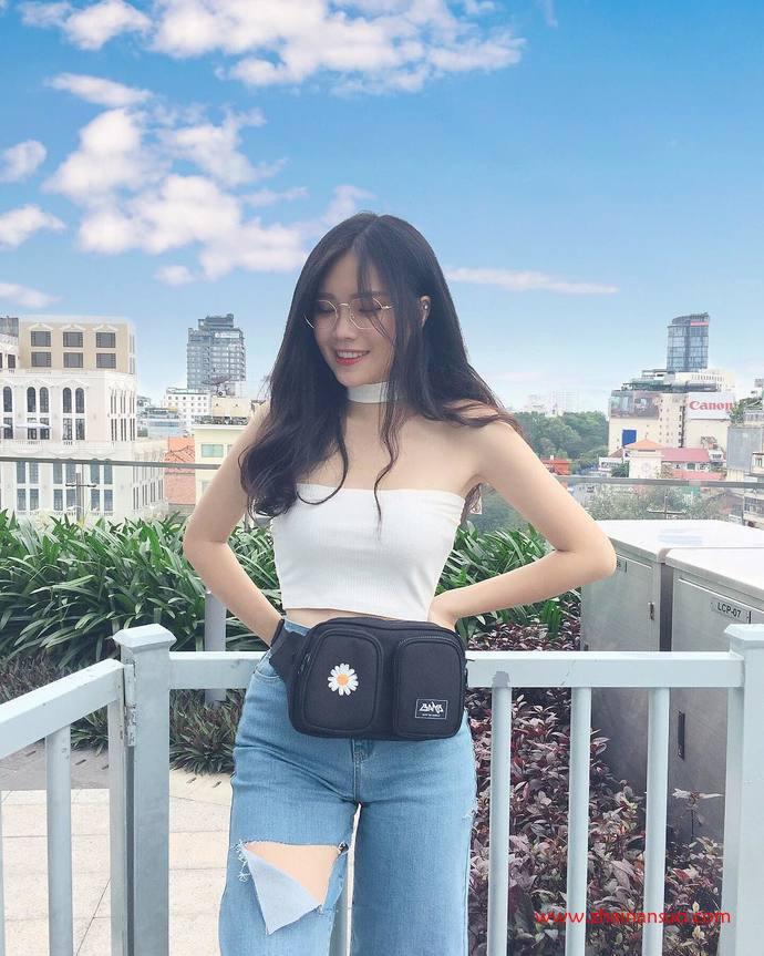 越南美女大长腿眼镜妹 牛仔短裙性感翘臀好诱人-宅男说