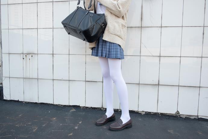森萝财团[SSR-001]白丝美脚学妹