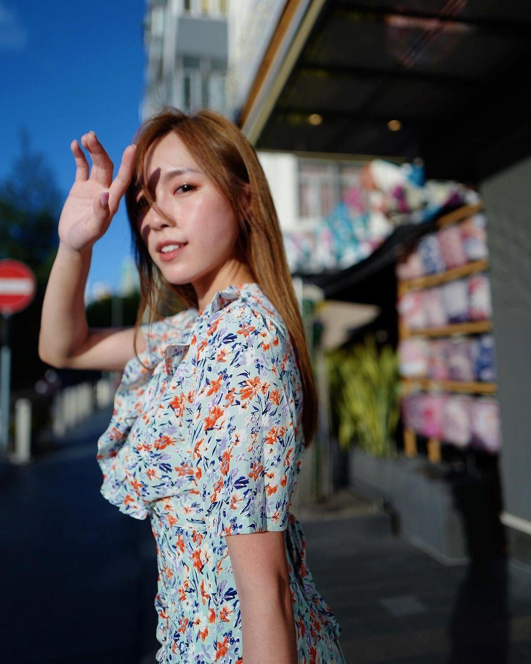 香港正妹魔术师何颖璇「纤细窈窕好白」,小洋装暗秀
