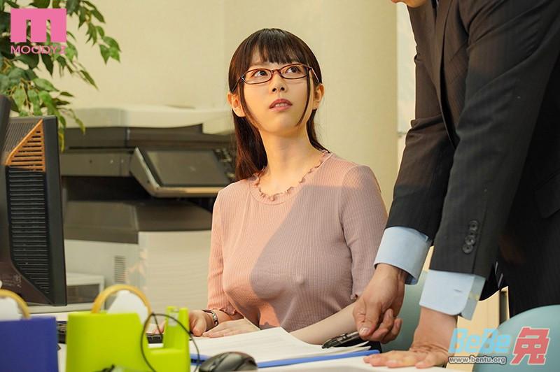 水卜樱最新番号作品MIDE-800 公司女员工是痴女