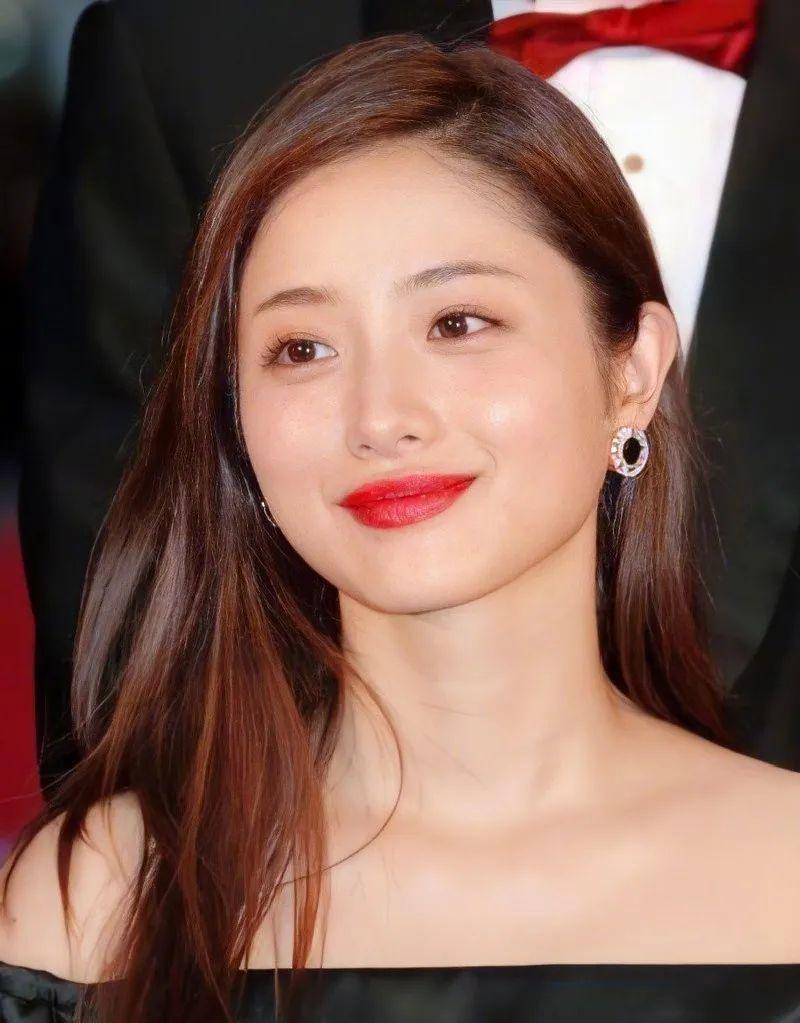 日本最美女星石原里美结婚!写亲笔信表白圈外丈夫,网友集体炸毛插图