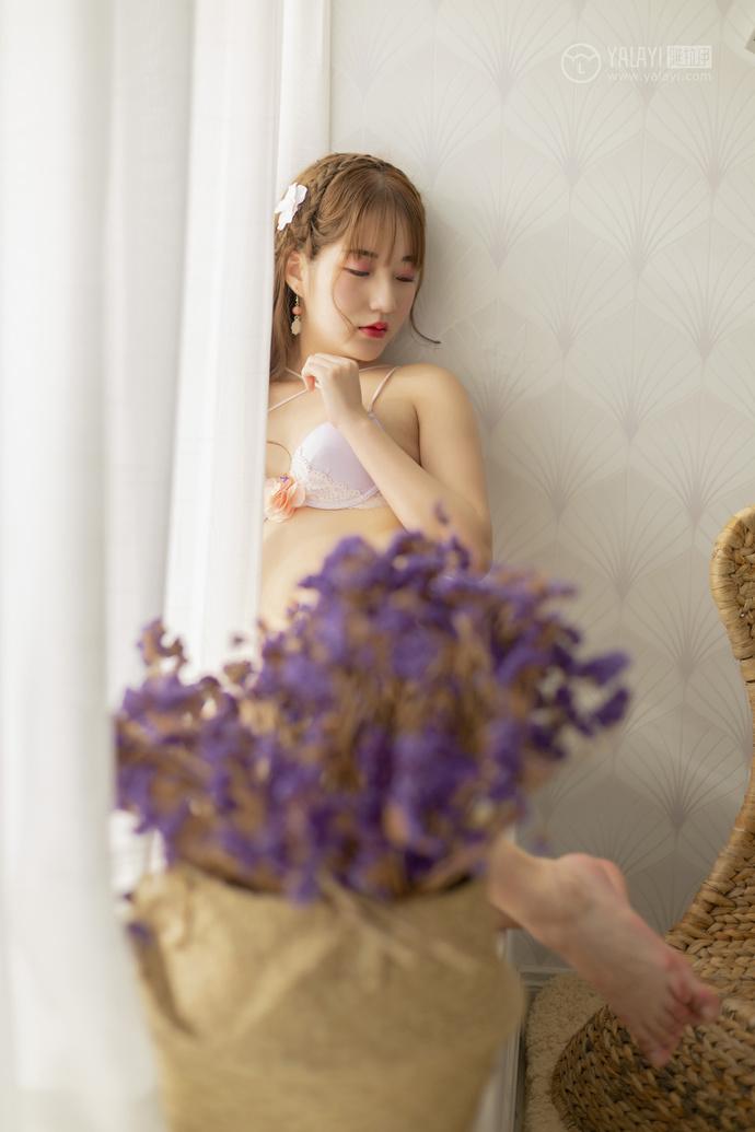 白色内衣可爱萝莉的自画像 清纯丝袜