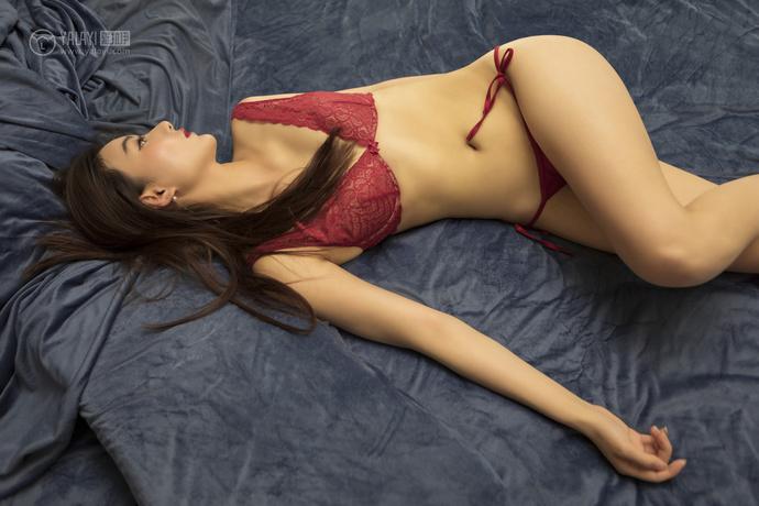 红色内衣的性感妹子
