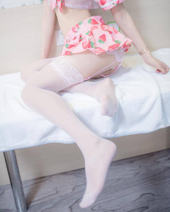 超可爱软萌妹子的草莓裙 清纯丝袜