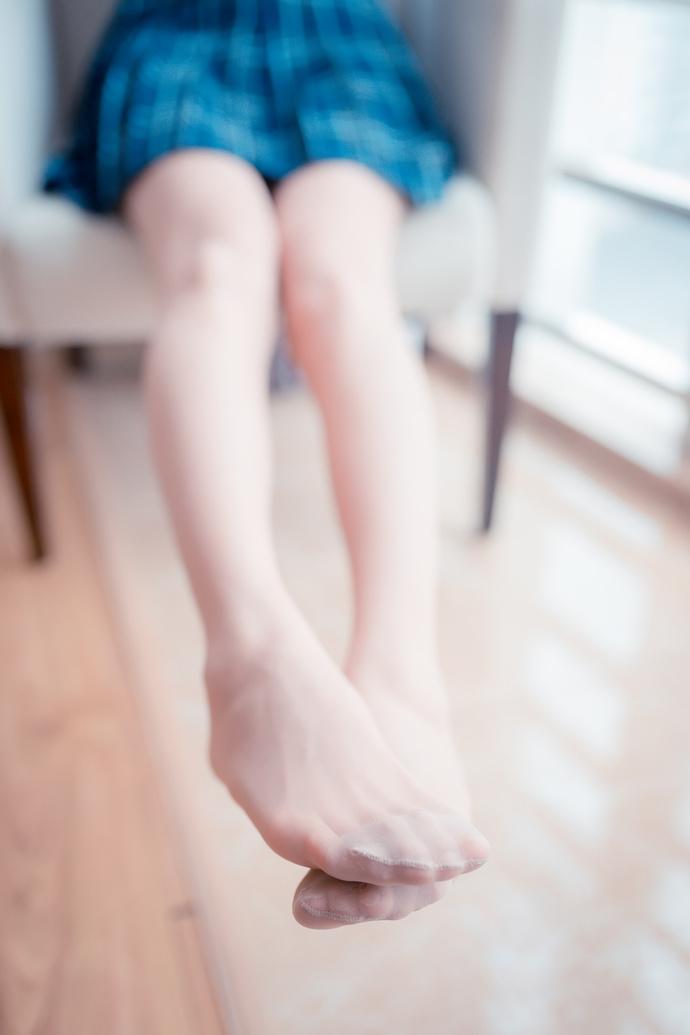 蓝格裙的 rosi 美腿 清纯丝袜