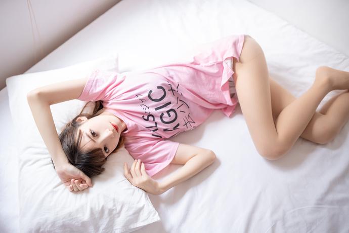 粉嫩的魔法少女爱赖床