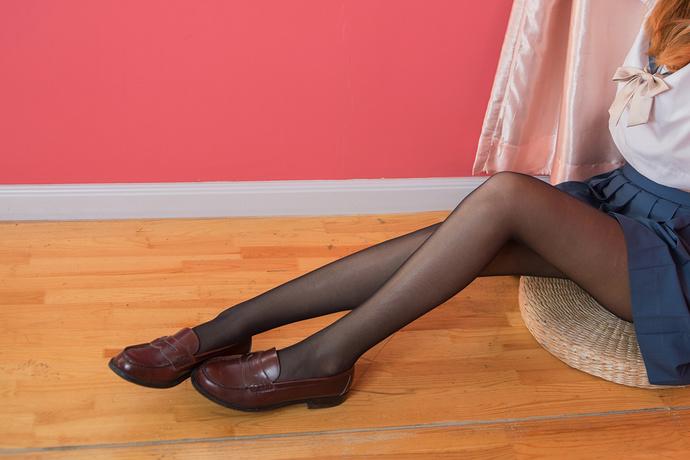 兔玩映画 草莓裙和黑丝制服 清纯丝袜