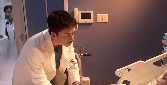 2020年日剧新作品推荐《顶尖手术刀天才脑外科医生的条件》第二集剧情解析:剧情继续围绕着天海佑希进行-四斋社