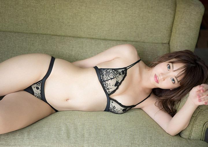 写真妹子图:日本写真女星永尾玛利亚用背部的美好性感展现大尺度写真!-四斋社