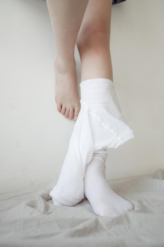 【白丝】美腿小姐姐穿上白丝 JK 之后的诱人足控 腿控领域