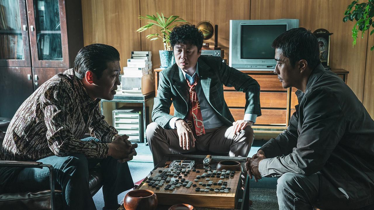 2020年韩国最新电影《神之一手:鬼手篇》解析:不择手段的复仇!