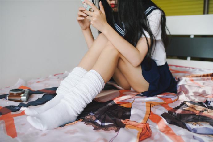【足控绅士】可爱白丝 JK 小姐姐的美腿非常丝滑 腿控领域