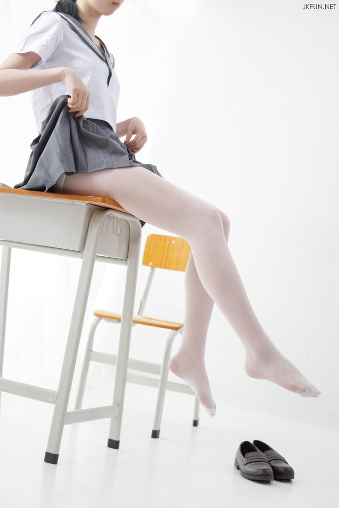 0072a3iLgy1gd5boby2ctj30j60srdj7 - 【白丝】穿上JK制服后的美腿少女