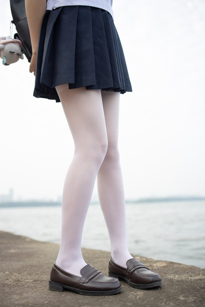 【JKFUN】双马尾 JK 制服白丝妹子 腿控领域