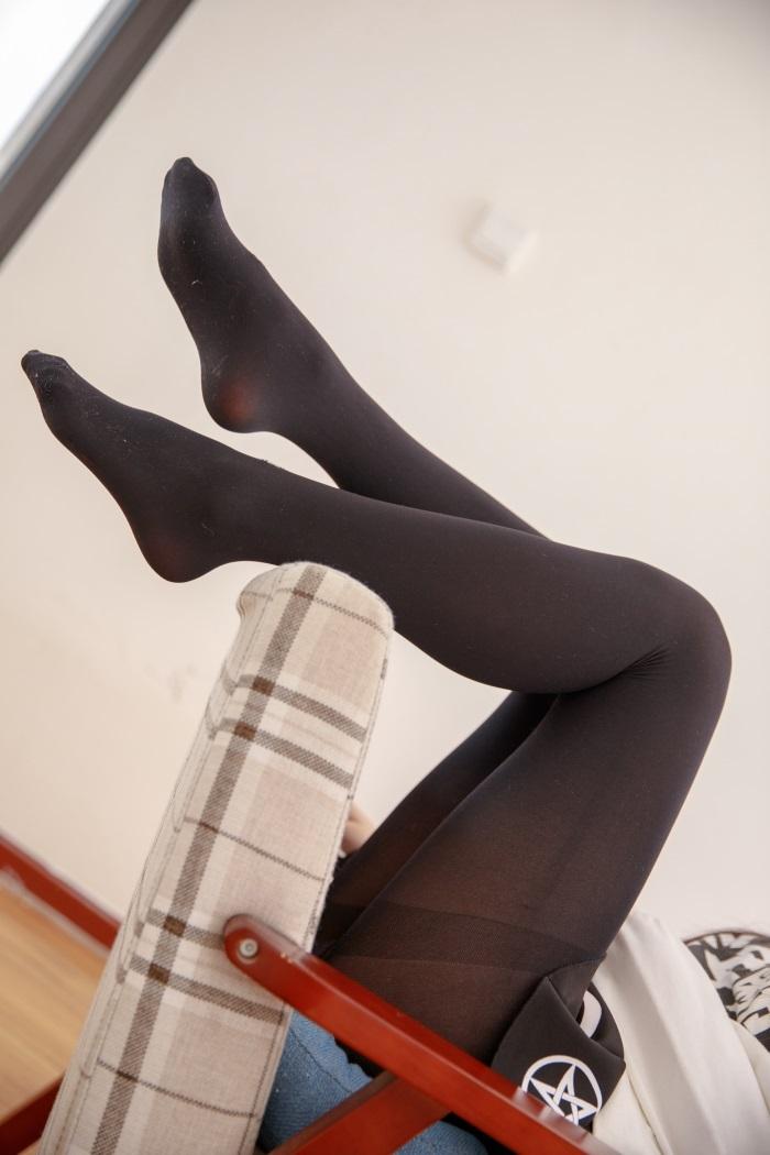 0072a3iLgy1gdugnu9xisj30jg0t641l - 【写真图包】可爱喵写真小姐姐黑色丝袜合集下载