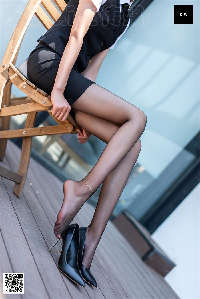 [SIW 斯文传媒] VOL.018 穿上黑色丝袜的保安女神-嘉慧 [64P/156MB] 腿控领域