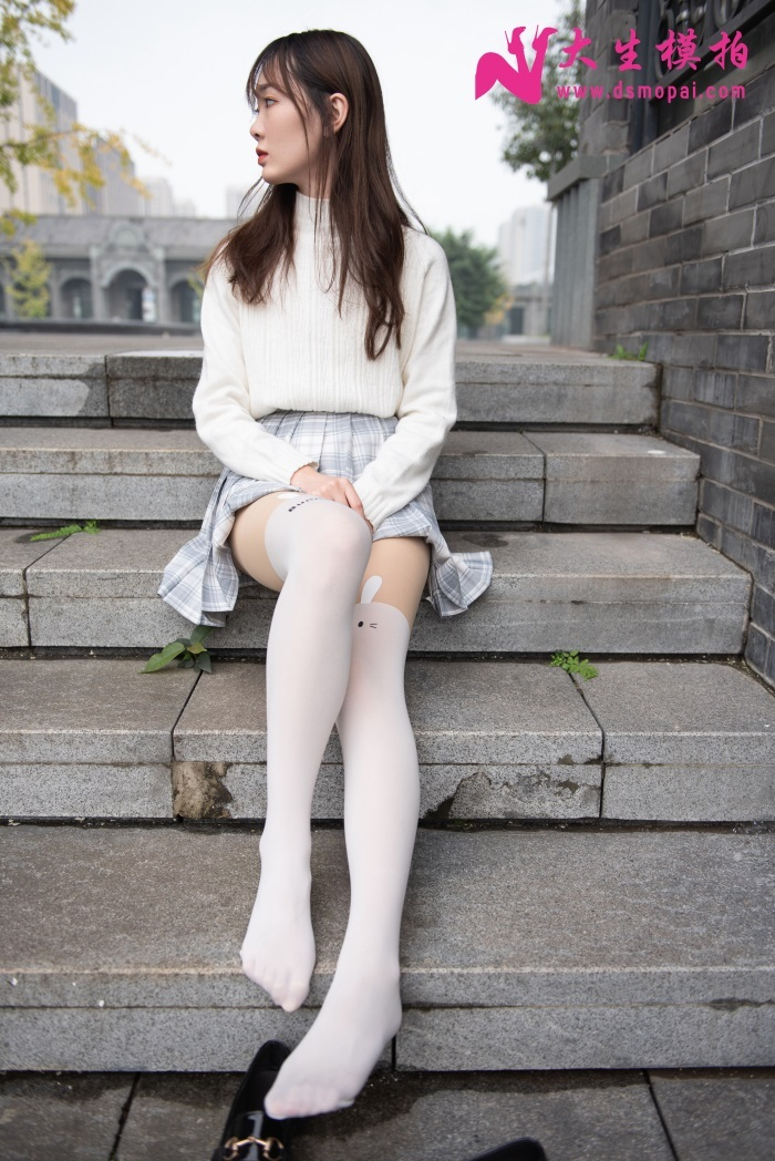 大生模拍 No.160 轩轩 JK 裙加上白丝丝袜的可爱小姐姐 [42P/160MB] 腿控领域