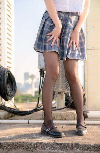 【COSPLAY美女】可爱写真妹子您的蛋蛋图包 绝对领域图片の天台上的JK-四斋社