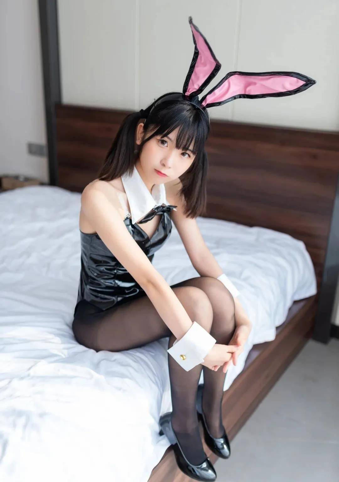 【COSPLAY美女】勾人的兔女郎黑色丝袜 喵糖映画 VOL.090 星野兔女郎 [47P-297MB]