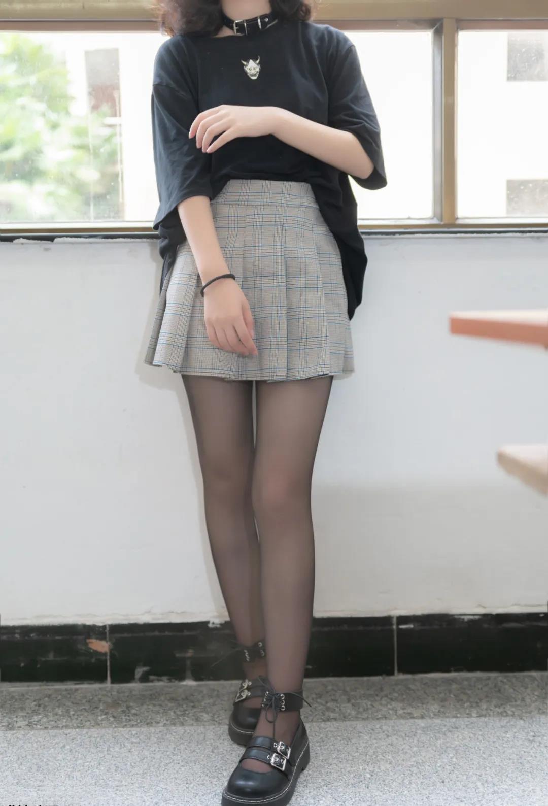 【COSPLAY美女】JK制服下的黑色丝袜美腿 喵糖映画 VOL.093 丝袜酷女孩 [41P-383MB]