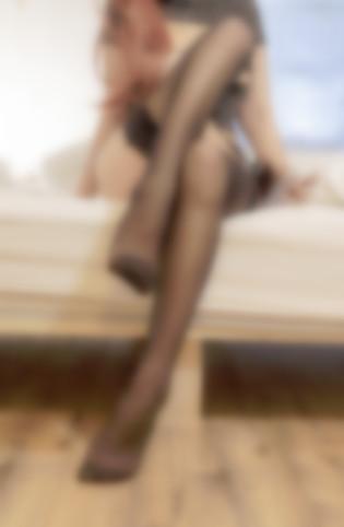 【四斋社妹子图】微博知名动漫COS妹子博主@过期米线线喵 黑色丝袜的勾引