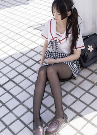 【四斋社妹子图】微博知名动漫COS妹子博主@兔玩映画 可爱妹子的黑色丝袜