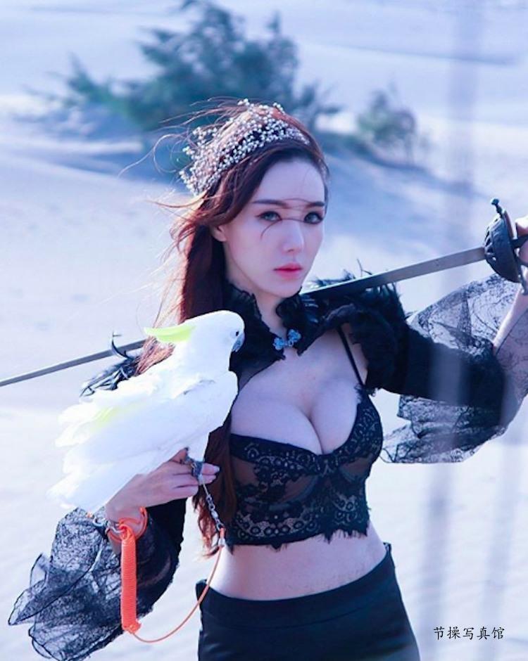 大胸妹Luna Chen滢滢写真图片衣着好火爆,白皙曼妙曲线超惹眼 节操写真馆 热图14