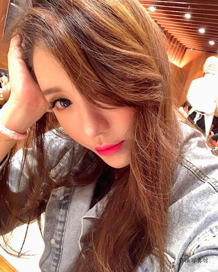 大胸妹Luna Chen滢滢写真图片衣着好火爆,白皙曼妙曲线超惹眼 节操写真馆 热图15